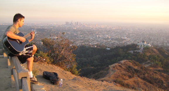 mount_hollywood_view_guitar_guy