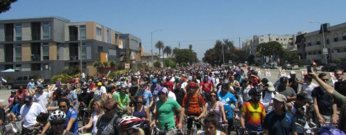 cicLAvia_April_2013_crowd_a